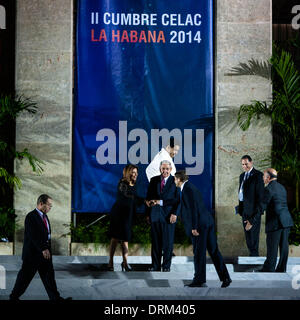 Havana, Cuba. 28th Jan, 2014. Dignitaries step in before the family photo shotting of the CELAC (Community of Latin - Stock Photo