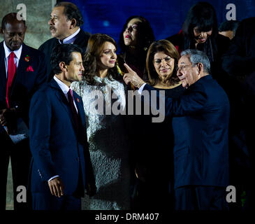 Havana, Cuba. 28th Jan, 2014. Cuban President Raul Castro (1st R, front) chats with Mexican President Enrique Pena - Stock Photo