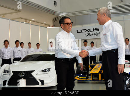 Tokyo, Japan. 30th Jan, 2014. President Akio Toyoda, left, of Japan's Toyota Motor Corp., shakes hands with its - Stock Photo