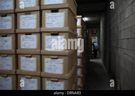 (140130) -- GUATEMALA CITY, Jan. 30, 2014 (Xinhua) -- A worker walks between boxes containing documents at the Historical - Stock Photo