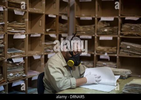(140130) -- GUATEMALA CITY, Jan. 30, 2014 (Xinhua) -- A worker compiles and archives documents at the Historical - Stock Photo