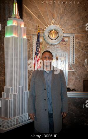 Manhattan, New York, USA. 30th Jan, 2014. NFL Hall of Fame Running Back BARRY SANDERS lights the Empire State Building - Stock Photo