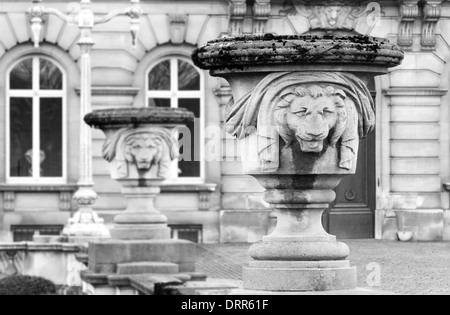 Sculptures in front of Belgian Royal palace in Brussels - Stock Photo