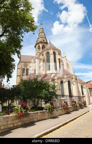 Collegial church of Notre Dame in the historic town of Semur en Auxois in Burgundy, France. - Stock Photo