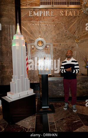Manhattan, New York, USA. 31st Jan, 2014. Chicago Bears running back MATT FORTE lights the Empire State Building - Stock Photo
