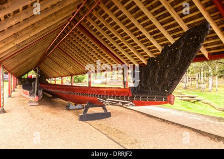 The traditionally styled boathouse on the Waitangi Treaty Grounds, Northland, New Zealand, houses two waka (canoes)... - Stock Photo