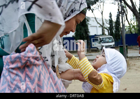 Quezon, Philippines. 1st Feb, 2014. A mother and child Muslim share a moment during the World Hijab Day in Quezon - Stock Photo