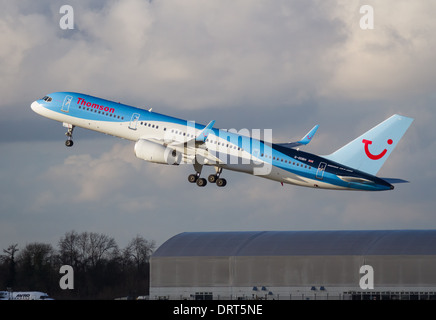 Thomson Airways Boeing 757 - 236 G-OOBH taking off from Manchester Airport - Stock Photo
