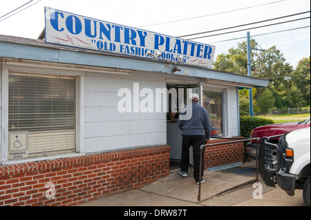 USA Mississippi MS Miss Cleveland Country Platter Restaurant soul food southern cooking  food exterior - Stock Photo