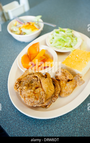 USA Mississippi MS Miss Cleveland Country Platter Restaurant soul food southern cooking  food fried chicken - Stock Photo