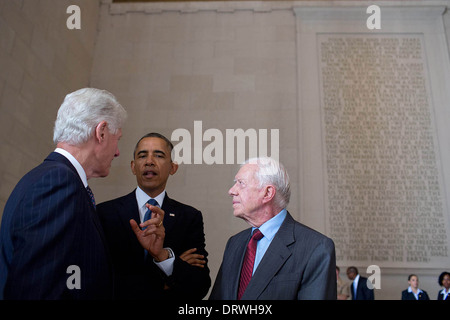 US President Barack Obama talks with former Presidents Bill Clinton and Jimmy Carter prior to the Let Freedom Ring ceremony to commemorate the 50th anniversary of the historic March on Washington for Jobs and Freedom at the Lincoln Memorial August 28, 2013 in Washington, DC.