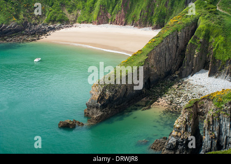 Skrinkle Haven and Church Doors cove in Pembrokeshire, Wales. - Stock Photo