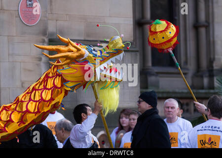 Manchester, Chinatown 2nd February, 2104.    People watching High pole dragon dance at the Chinese New Year in Albert - Stock Photo