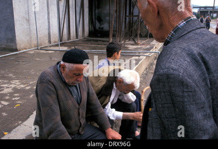 Elderly male Kosovar refugees displaced from war in Kosovo at UN transit camp in Tirana, Albania in 1999 - Stock Photo