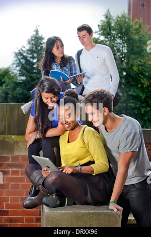 Students at the University of Birmingham, with the Joseph Chamberlain Memorial Clock Tower UK - Stock Photo