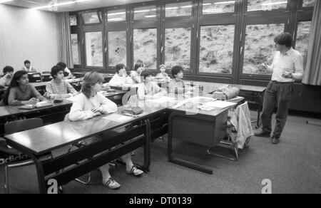 The picture shows teaching at a secondary school in chemistry, mathematics, and dry with girls and boys |. - Stock Photo