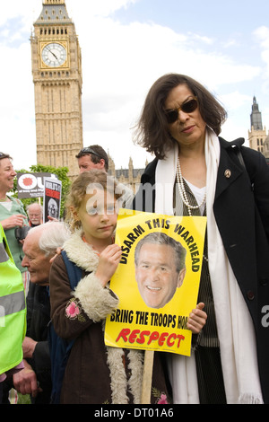 Bianca Jagger at Stop the War demonstration in London's Parliament Square as President Bush arrives - Stock Photo