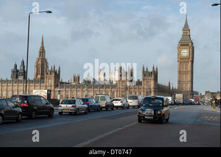 London, UK. 5th Feb, 2014. Traffic queueing over Westminster Bridge during late morning rush-hour is heavier due - Stock Photo
