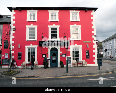 Exterior view of the Castle Hotel in Aberaeron, Ceredigion Wales UK KATHY DEWITT - Stock Photo