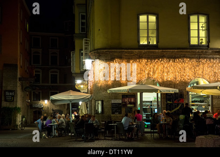 People eating out in Mamma Mia restaurant cafe in Herzog Friedrich Strasse in Innsbruck in the Tyrol Austria - Stock Photo