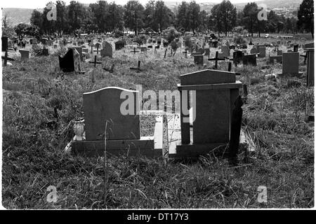 no space to breathe. mountain rise cemetery, january 2008 pietermaritzburg kwazulu-natal south africa.. tombstones - Stock Photo