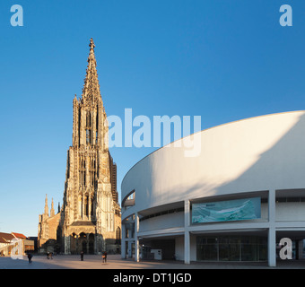 Ulm Minster (Muenster) and Stadthaus Gallery, Ulm, Baden Wurttemberg, Germany, Europe