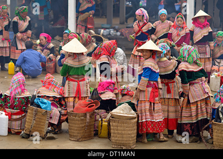 Flower Hmong woman, Sunday market at Lung Phin, Bac Ha area, Vietnam, Indochina, Southeast Asia, Asia - Stock Photo