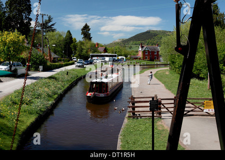 Froncysyllte Lift Bridge on the Llangollen Canal looking west down the Vale of Llangollen - Stock Photo