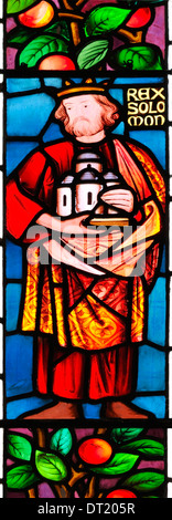 King Solomon, commissioner of great buildings, depicted in stained glass in St. James Church, Winscombe, Somerset, - Stock Photo