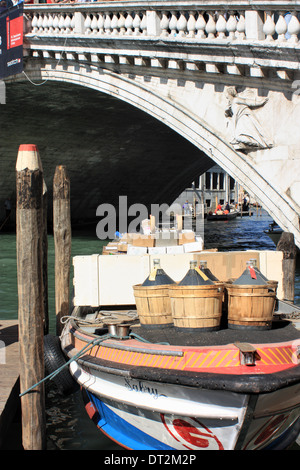 Demijohn wine delivery at Ponte di Rialto, Venice - Stock Photo