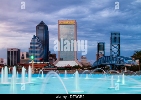 Jacksonville, Florida city skyline at Friendship Park Fountain. - Stock Photo