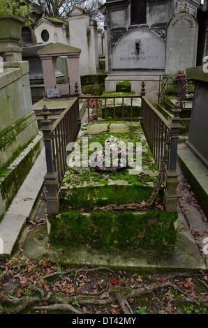 View of a moss-covered grave at Pere Lachaise, the largest Cemetery in Paris, France. - Stock Photo