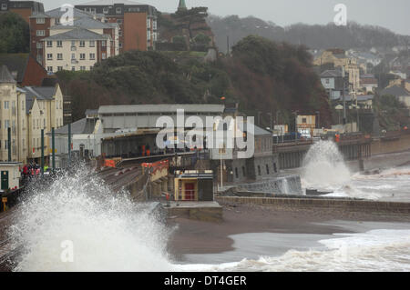 Dawlish, UK. 8th Feb, 2014. The damaged railway station at Dawlish in Devon England continues to be battered by - Stock Photo