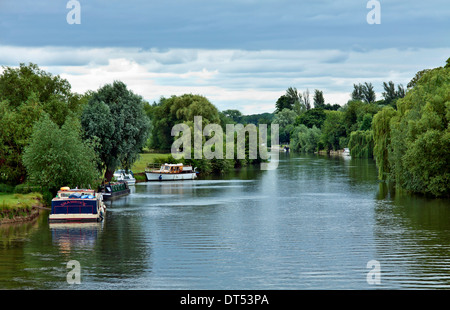 Motor boats moored along River Thames, viewed from Wallingford Bridge, Oxfordshire, England, Great Britain. - Stock Photo
