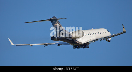 Vistajet Bombardier Global Express BD700 N709FG departing London-Luton Airport LTN - Stock Photo