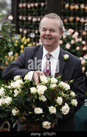 England, London, Ian Hislop at RHS Chelsea Flower Show London 2013 holding a basket of white roses. - Stock Photo
