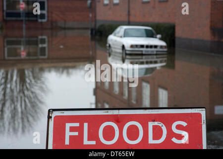 Shrewsbury, UK. 10th Feb, 2014. An abandoned car caught in the floods in a road at Coleham Head, Shrewsbury, Shropshire. - Stock Photo