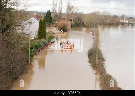 Flooding in Gloucester, UK, 10th February 2014. Gloucestershire Fire and Rescue Service along with the Severn Area - Stock Photo