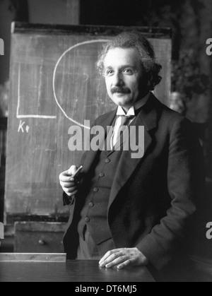 ALBERT EINSTEIN (1879-1955) German-American theoretical physicist in Vienna in 1921 - Stock Photo