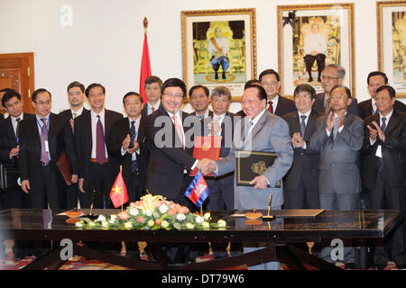 Phnom Penh, Cambodia. 11th Feb, 2014. Cambodian Deputy Prime Minister and Foreign Minister Hor Namhong (R Front) - Stock Photo