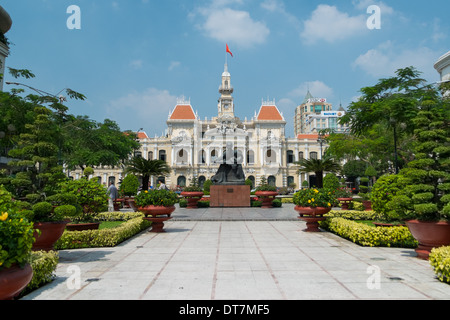 HO CHI MINH CITY, VIETNAM - JANUARY 24: The People's Committee building in Hochiminh city with Ho Chi Minhs statue - Stock Photo