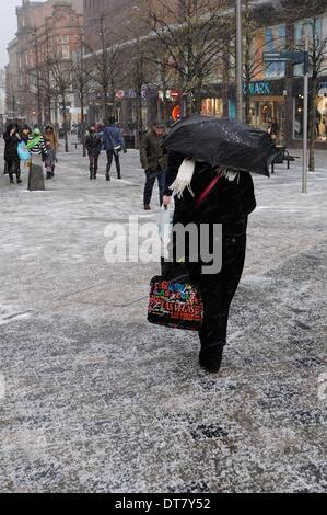 Sauchiehall Street, Glasgow, Scotland, UK.11th Feb, 2014. Glasgow suffers sudden wintry blast. Shoppers in Sauchiehall - Stock Photo