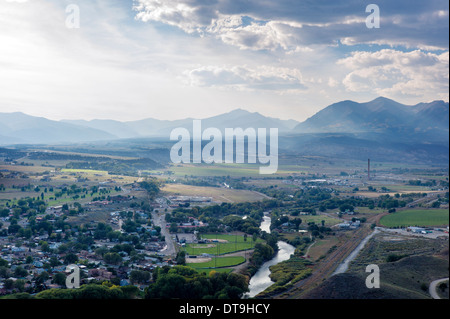 Forest fires in Wyoming create dramatic smoky skies of Rocky Mountains near Salida, Colorado, USA. - Stock Photo