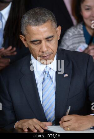 Washington, USA. 12th Feb, 2014. U.S. President Barack Obama signs an executive order to raise the minimum wage - Stock Photo