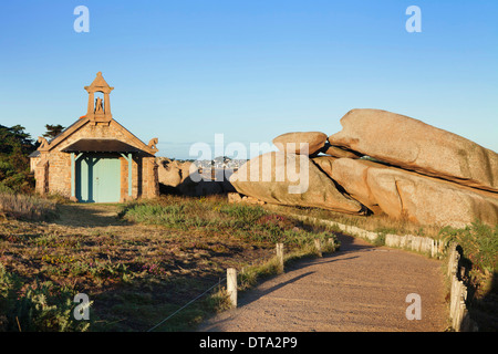 Chapel on the Sentier des Douaniers hiking trail, Customs Officers' Route, Côte de Granit Rose, Côtes d'Armor, Brittany - Stock Photo