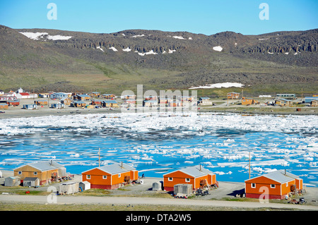 The Inuit village of Ulukhaktok with ice floes in the Beaufort Sea, Arctic Ocean, Victoria Island, formerly Holman - Stock Photo