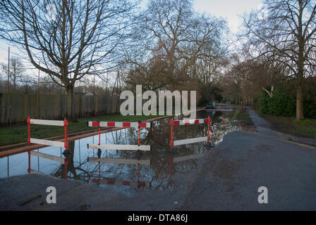 Marlow, UK. 13th Feb, 2014. Streets in Marlow, Buckinghamshire remain closed as water levels on the River Thames - Stock Photo