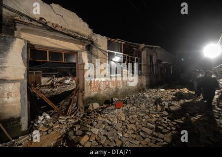 (140214) -- PAN'AN, Feb. 14, 2014 (Xinhua) -- Photo taken on Feb. 13, 2014 shows the ruins of a collapsed building - Stock Photo