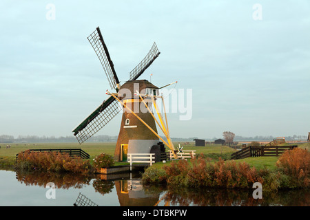 Drainage mill ''Hope springs eternal'', situated in typically Dutch flat landscape, Voorhout, South Holland, The - Stock Photo