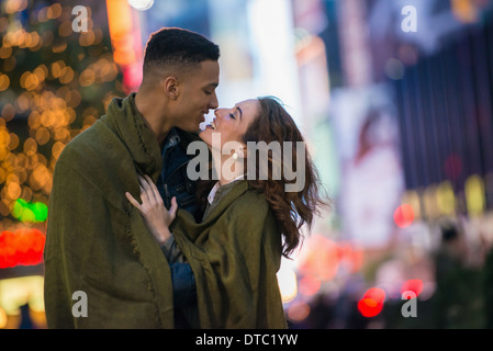 Young tourist couple wrapped in blanket, New York City, USA - Stock Photo
